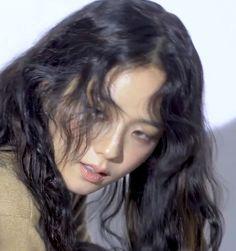 Kpop Aesthetic, Aesthetic Girl, My Girl, Cool Girl, Blackpink Video, Kim Jisoo, Jennie Lisa, Blackpink Photos, Girl Crushes