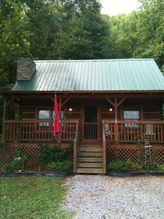 Tellico Cabins | Tellico Plains TN | Log Cabin Vacation Rentals near Cherohala Skyway – Smoky Mountain Vacation Log Cabin Rentals near the Cherohala Skyway and Tail of the Dragon.