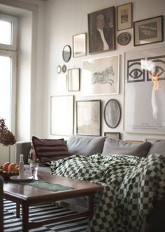would love that blanket. + love the whole wall