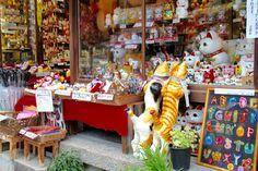 Photo by Gail Nakada. Curiously kitschy kitties at a shop on San Nen Zaka, Kyoto.