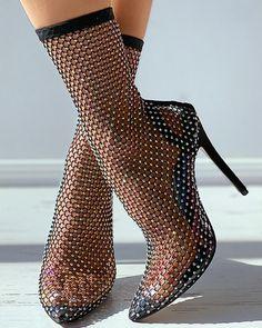 Trend Fashion, Daily Fashion, Fashion Outfits, Womens Fashion, Fashion Design, Fancy Shoes, Me Too Shoes, Black Heel Boots, Heeled Boots
