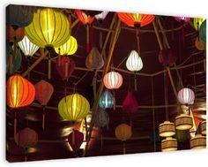 Lampionnen aan het plafond van Juicy's, een mobiel restaurant op de parade in Utrecht.