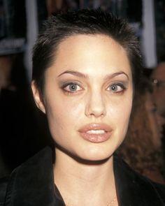 Angelina Jolie Says She Tried to Save Marriage to Brad Pitt with By The Sea Angelina Jolie Joven, Angelina Jolie Short Hair, Angelina Joile, Evangeline Lilly, Short Pixie Haircuts, Pixie Hairstyles, Celebrity Hairstyles, Bob Haircuts, Short Short Hair