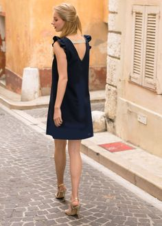 Robe Almi bleue – Apoluze Crochet Fashion, Diy Fashion, Fashion Outfits, Simple Black Dress, Casual Dress Outfits, How To Make Clothes, Mode Style, Dress Collection, Dress Making