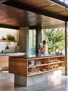 Cuisine moderne en bois et béton Minimalism Living, Terraria House Design, Architecture Résidentielle, Cocinas Kitchen, Old Cottage, Cottage House, Prefab Homes, Cuisines Design, Open Plan Kitchen