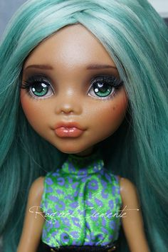 "https://flic.kr/p/kVcUUZ | OOAK Monster high custom / repaint Clawdeen Wolf | I leave here pics from my last customization, ""Evelyn"". I like very much repaint the facial mold of Clawdeen but I would try other different models to have more variety so this will be my last Clawdeen for the moment. Hope you like her. She is really cute and sexy. Os dejo aquí fotos de mi última customización, ""Evelyn"". Me está gustando bastante el molde facial de Clawdeen aunque voy a repintar otros modelos para…"