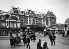 Forecourt of Victoria Station, London c. 1920-1933