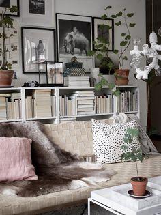 Home Decorating Tips On A Budget Beddinge, Dark Interiors, Interior Design Living Room, Interior Inspiration, Home And Living, Room Decor, Minimalist Living, Decorating Tips, Design Design