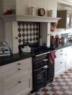 Simple and inexpensive kitchen models - Kitchens are spaces that may often be forgotten when we carry out changes in […] Kitchen Mantle, Old Kitchen, Home Decor Kitchen, Interior Design Kitchen, Country Kitchen, Home Kitchens, Kitchen Dining, Kitchen Cabinets, Kitchen Models