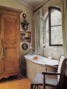 French Country Farmhouse Salle de Bain, Hydrangea Hill Cottage