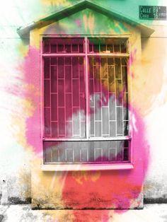 misma casa vieja, efecto explosión de colores.