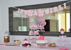 Buffet Baby Shower Rose pour une Fille organisée par l'équipe Mybbshowershop.com pour une baby shower VIP sur l'île de France.  Plus d'informations sur www.mybbshowershop.com  Formule VIP à partir de 300€ pour 8 personnes et 20€ par personne supp : incluant décoration personnalisée, jeux, buffet traiteur et boissons, animation, mise en place de la décoration par un pro!   Des moments inoubliables créés par le réseau d'organisatrices Mybbshowershop.com (baby shower anniversaires et fêtes…