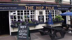 The Hop Pole is located on the edge of beautiful, grade-II listed Wandsworth Park in south west London. London Pubs, West London, Hop Pole, Uk Pub, Pub Food, Pub Signs, Thai Recipes, My Happy Place, Vegans
