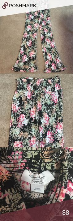 Flowy pants Cute flowy pants with stretchy waistband. They are really comfortable with a wide leg. They are a great tropical print with a variety of colors. Pants Wide Leg