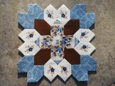 Lucy Boston Patchwork of the Crosses Quilt Fabric Kit # 002 by FeatherweightQuiltCo on Etsy (null) Hexagon Quilt, Square Quilt, Quilting Projects, Quilting Designs, Quilting Ideas, Paper Pieced Quilt Patterns, Cross Quilt, Honeycomb Paper, English Paper Piecing