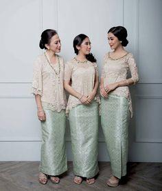 """38 Likes, 1 Comments - Inspirasi Gaun, Kebaya, Batik (@inspirasigaunkebayabatik) on Instagram: """"source: @ariniashariati (diambil dari berbagai sumber) . . . #kebaya #inspirasikebaya…"""""""
