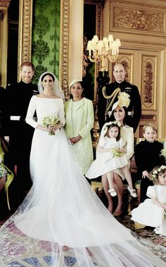 """princeh3nry: """"In a show of support for the newest member of the royal family- their family -the Cambridges posed on Meghan's side of the official portrait with her mother Doria. """""""