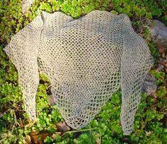 Kraka shawl in Linea/Krakaschal i Linea lin by Virkpia - Pia Lindén . Free crochet pattern in English or Swedish.