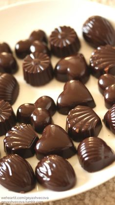 Image discovered by 𝐆𝐄𝐘𝐀 𝐒𝐇𝐕𝐄𝐂𝐎𝐕𝐀 👣. Find images and videos about fashion, cute and beautiful on We Heart It - the app to get lost in what you love. Chocolate Candy Recipes, Chocolate Sweets, Love Chocolate, Chocolate Coffee, Homemade Chocolate, Chocolate Lovers, How To Make Chocolate, Chocolate Dreams, Chocolate Delight