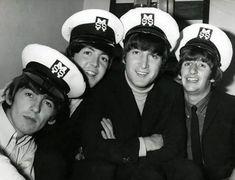George Harrison, Paul McCartney, John Lennon, and Richard Starkey Foto Beatles, The Beatles 1, Beatles Photos, Beatles Funny, Beatles Poster, Beatles Band, Linda Mccartney, Paul Mccartney Bass, Ringo Starr