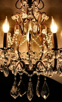 Crystals chandelier, you can never go wrong with these Chandelier Bougie, Chandelier Lighting, Crystal Chandeliers, French Boutique, Light Fixtures, Ceiling Lights, Inspiration, Beautiful, Design