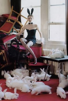 'Lisa Cant and 80 White Rabbits'. Photo: Tim Walker. Chiswick, England, 2004. °