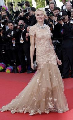 Naomi Watts wowed the crowds in Marchesa.
