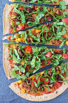 These Taco Flatbreads are an easy, healthy recipe that's ideal for Taco Tuesday or pizza night! Just 275 calories or 7 Weight Watchers SmartPoints! www.emilybites.com