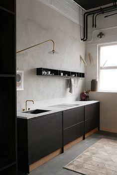 46 Simple Modern Scandinavian Kitchen Inspirations - Modul Home Design Black Kitchen Cabinets, Kitchen Cabinet Remodel, Kitchen Cabinet Design, Black Kitchens, Modern Kitchen Design, Interior Design Living Room, Kitchen Decor, Luxury Kitchens, Kitchen Without Top Cabinets