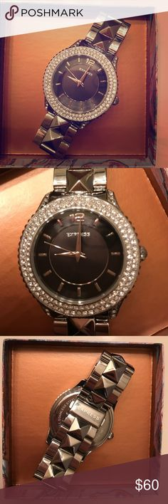 Express watch Never worn Express watch. Removable links to fit all wrist sizes. Pairs great with any outfit! No flaws. Express Accessories Watches