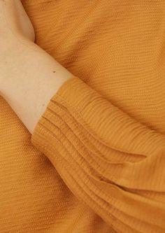 Kurti Sleeves Design, Kurta Neck Design, Sleeves Designs For Dresses, Dress Neck Designs, Sleeve Designs, Fancy Dress Design, Stylish Dress Designs, Stylish Dresses, Simple Kurti Designs