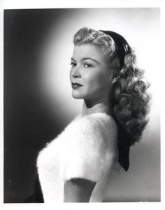 If only my hair was a fraction of the thickness needed to pull of this curl filled longer style. #vintage #1940s #hair