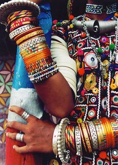 african fabric crafts Bangles for days. (via African Fashion) Style Tribal, Hippie Style, Gypsy Style, Ethnic Style, Boho Hippie, Bohemian Style, African Jewelry, Tribal Jewelry, African Bracelets