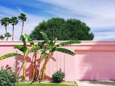 🌟Tante S!fr@ loves this📌🌟How to create a Palm Springs inspired bedroom. I've always been a sucker for Palm Springs inspired interiors; it's the perfect balance between being bright and colourful whilst also being glamorous and chic. Palm Springs Houses, Palm Springs Style, Palm Springs California, California Dreamin', Spring Architecture, Architecture Design, California Architecture, Home Design, Interior Design