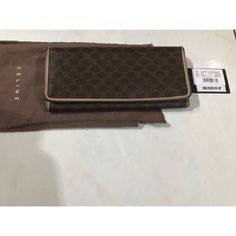 Saya menjual Authentic Celine Long Wallet seharga Rp750.000. Dapatkan produk ini hanya di Shopee! https://shopee.co.id/monikanurinda/702320939 #ShopeeID