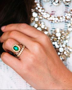 Sarah Vickers' engagement ring. Want the same style.