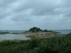 L'île Stérec d'où proviendraient les pierres qui ont servi à la construction du cairn de Barnenez