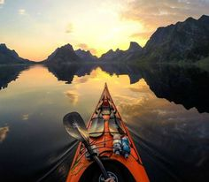Kayak on the impressive Reinefjorden (Norway) - The views on the Reinefjorden are superb. Kayakers looking for more of a challenge can kayak on the Reine. - Want to discover more hidden gems in Europe? All of them can be found on www.broscene.com