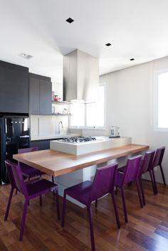 The hibachi-style, space-saving kitchen. And the boxy symmetry    Apartamento Fiandeira - suite 114
