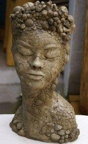 """Home - Die Skulpturen von Andrea Langhanki symbolisieren nicht nur """"Schönheit und Vergänglichkeit"""" sondern auch das Aufbrechen alter Formen"""