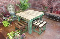 DIY Pallet Breakfast Table - DIY Table Made From Pallets.