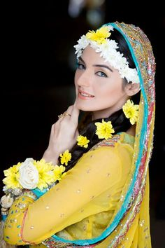 35 Trendy Haldi Outfit Ideas for the Bride Flower Jewellery For Mehndi, Mehndi Flower, Flower Jewelry, Flower Bracelet, Mehndi Outfit, Mehndi Dress, Mehendi, Mehndi Ceremony, Haldi Ceremony
