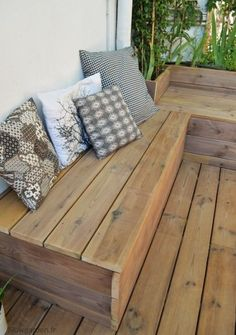 Super bench seating kitchen diy built ins Ideas Wooden Patios, Wooden Terrace, Balcony Chairs, Balcony Garden, Patio Diy, Backyard Patio, Outdoor Seating Areas, Garden Seating, Diy Terrasse