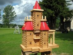 John Looser builds the most amazing birdhouses, inspired by Victorian architecture. His bird mansions are praised by bird lovers everywhere Bird House Plans, Bird House Kits, Owl House, Decorative Bird Houses, Bird Houses Diy, Victorian Architecture, Nesting Boxes, Animal House, Birdhouses