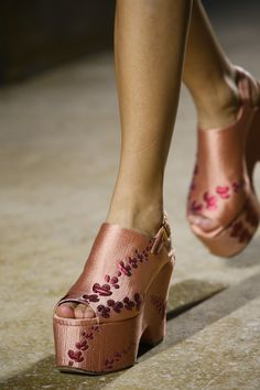 Dries Van Noten Spring 2016 Ready-to-Wear Collection Photos - Vogue Vans Girls, Surf Girls, Abercrombie Girls, Girls Football Boots, Beautiful Shoes, Spring 2016, Vogue, Me Too Shoes, Heeled Mules