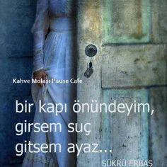 Bir kapı önündeyim, girsem suç gitsem ayaz..   - Şükrü Erbaş  #sözler #anlamlısözler #güzelsözler #manalısözler #özlüsözler #alıntı #alıntılar #alıntıdır #alıntısözler