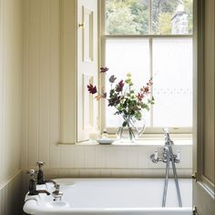 Take a room-by-room tour around beautiful Homes & Gardens readers' homes. This week we look inside a Scottish Highland retreat for stunning decorating inspiration. Be inspired by this tartan home with nods to its Highland location. Bathroom Interior Design, Home Interior, Interior And Exterior, Interior Decorating, Decorating Ideas, Bathroom Inspiration, Interior Inspiration, Retreat House, Beautiful Home Gardens