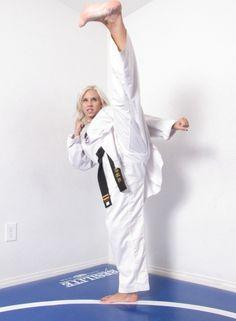 Female Martial Artists, Martial Arts Women, Girl Soles, Karate Girl, Girl Fights, Women's Feet, Yoko, Jiu Jitsu, Kicks