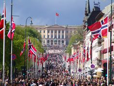 of May - The Norwegian National Day. The longest children's parade in Norway, consisting of 109 Oslo schools, march up the main street and past the Royal Palace where the royal family wave from the palace balcony. Oslo, Norway National Day, Norwegian Style, Constitution Day, Beautiful Norway, Trondheim, Thinking Day, World Pictures, Archipelago