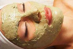 ¿Tienes zonas o manchas oscuras en la piel de tu cara? Conoce dos remedios caseros que te ayudarán a aclarar ese tipo de manchas en la piel.